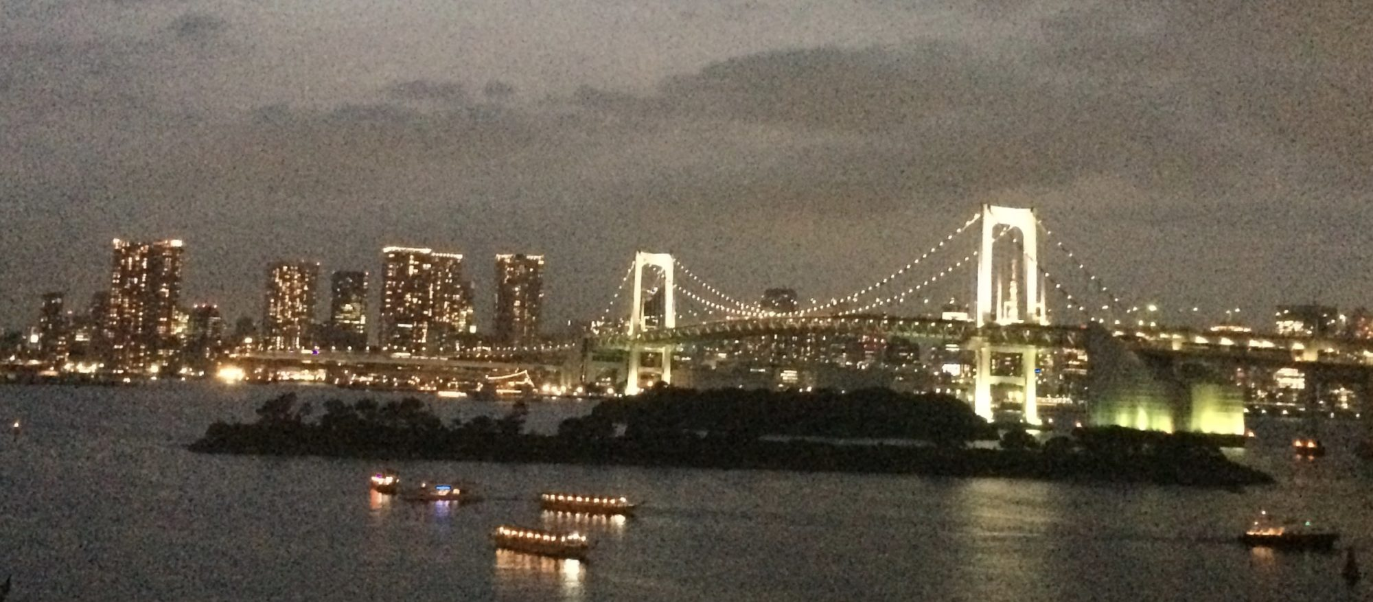 レインボーブリッジ、東京お台場の夜景
